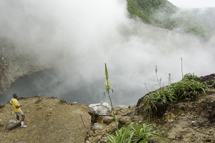 06-dominica_boilinglake_10-158